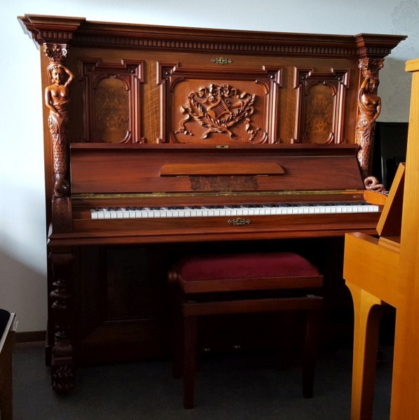 STEINGRÄBER 146 cm Klavier Nußbaum