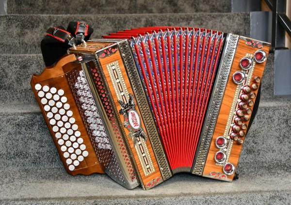 MÜLLER Steirische Harmonika Mod. Hochosterwitz B-Es-As-Des mit WB-Grundbass